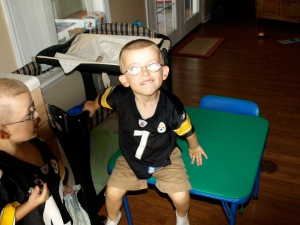 Little T.Puzzle mulls over being a Steelers fan...